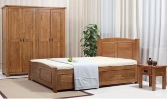 China Hotel Rooms Pine Solid Wood Bedroom Furniture Sets Oak King Size Bed Simple Style supplier