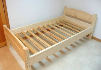 China Customized Kids Pine Light Wood Bed Frame , Boys Single Size Low Wooden Bed Frame supplier