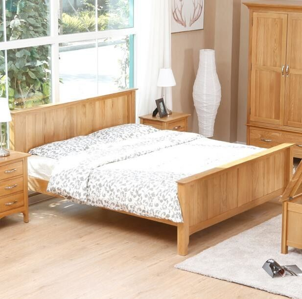 China Natural Solid Wood Bedroom Furniture Sets Wooden Frame Simple Style Customized Size Supplier